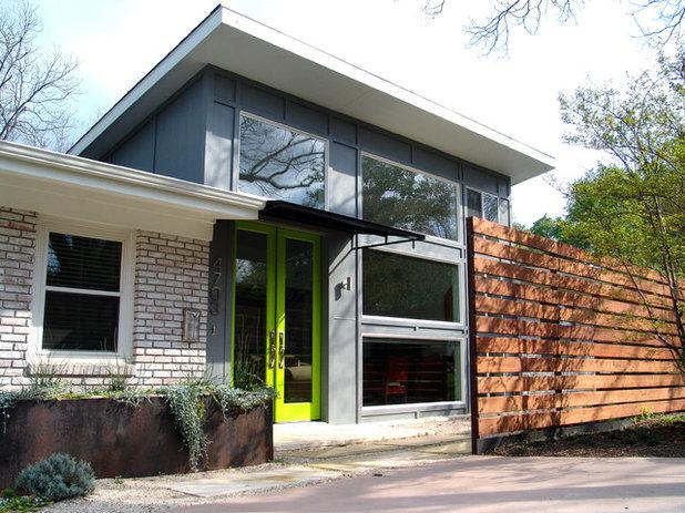 Contemporain Façade by Soledad Builders, LLC