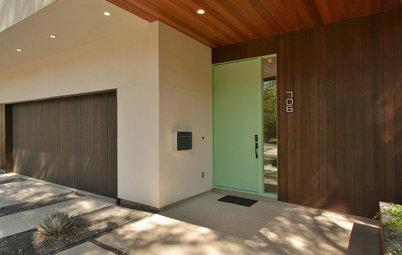 家でいちばんパブリックな場所、玄関の色づかいのポイントは?