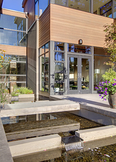 Contemporary House Exterior by McClellan Architects