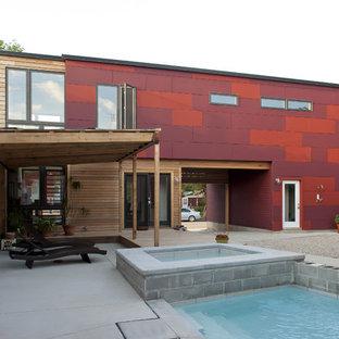 Idee per la facciata di un appartamento contemporaneo a due piani con rivestimenti misti