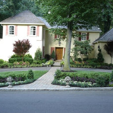 Traditional Exterior by Aardweg Landscaping