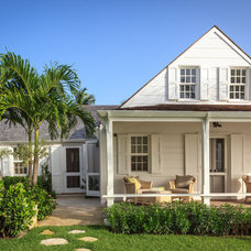 Tropical Exterior by Laura Hay DECOR & DESIGN Inc.