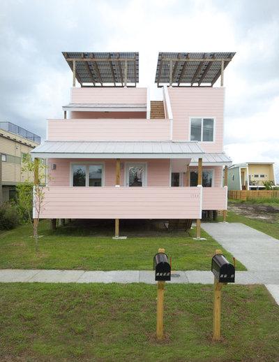 Современный Фасад дома by Chad Chenier Photography/Make It Right
