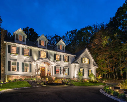 Center hall colonial home design ideas pictures remodel for Beckerman kitchen cabinets
