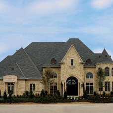 Traditional Exterior by Distinctive Dwellings - Thayne Hillrichs