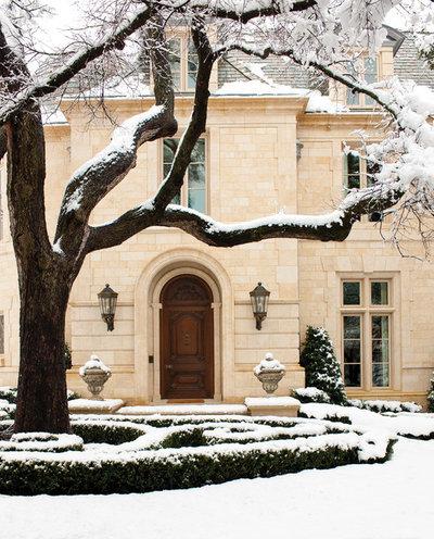 Klassisch Häuser by Harold Leidner Landscape Architects