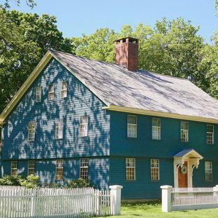 Ispirazione per la facciata di una casa blu classica