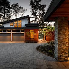 Contemporary Exterior by Hemsworth Master Builders Inc.