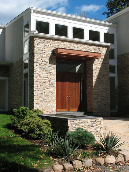 Contemporary Exterior by Gary Rosard Architect