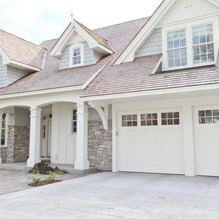 Пример оригинального дизайна: дом в классическом стиле с облицовкой из камня