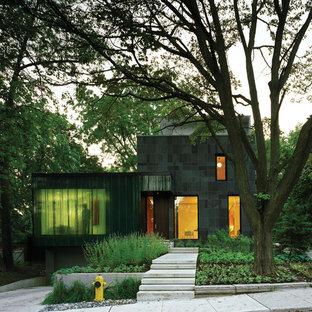 Esempio della facciata di una casa contemporanea a due piani