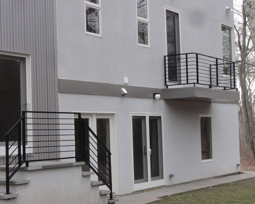 Modern balcony railings houzz for Balcony modern