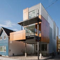 Contemporary Exterior by Colizza Bruni Architecture Inc.
