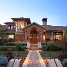 Craftsman Exterior by THINK architecture Inc.