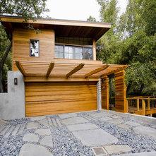 Trellis over garage door and windows for Casas modernas llc west 12th street dallas tx