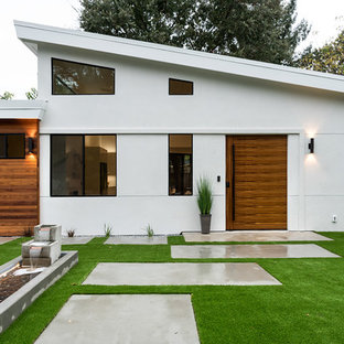Example of a mid-sized minimalist white one-story stucco exterior home design in San Francisco with a shingle roof