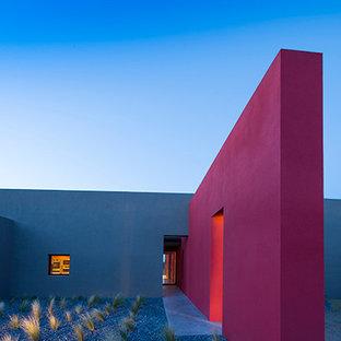 Inspiration pour une grand façade de maison design.