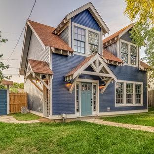 ナッシュビルの小さいおしゃれな二階建ての家 (コンクリート繊維板サイディング、青い外壁) の写真