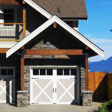 Traditional Exterior by Bear Creek Special Projects (BCprojects.ca)