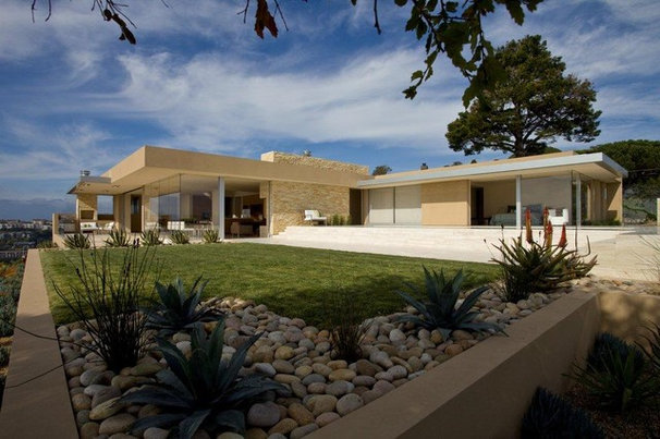 Modern Exterior by Jamba Construction