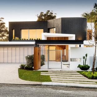 パースのコンテンポラリースタイルのおしゃれな二階建ての家 (木材サイディング、マルチカラーの外壁、陸屋根、デュープレックス) の写真