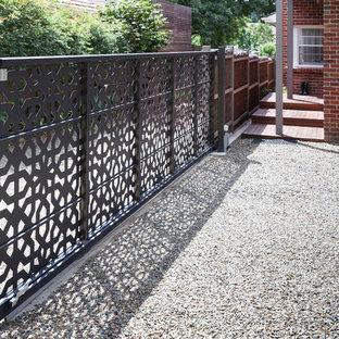 Ispirazione per la facciata di una casa grande marrone moderna a due piani con rivestimento in metallo