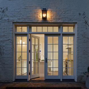 ワシントンD.C.のトランジショナルスタイルのおしゃれな家の外観の写真