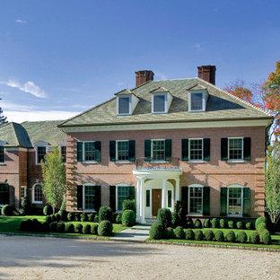 Idéer för ett stort klassiskt rött hus, med två våningar, tegel och valmat tak