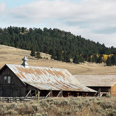 Traditional Exterior by Yellowstone Traditions