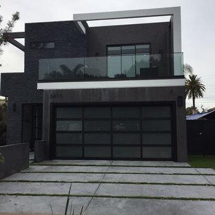Стильный дизайн: большой, двухэтажный, черный частный загородный дом в стиле модернизм с комбинированной облицовкой, плоской крышей и крышей из смешанных материалов - последний тренд
