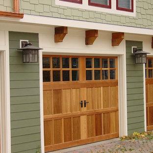 Стильный дизайн: огромный, двухэтажный, зеленый частный загородный дом в стиле кантри с комбинированной облицовкой, двускатной крышей и крышей из смешанных материалов - последний тренд