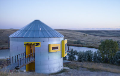 Houzz Tour: Prairie Grain Bin Turned Bucolic Retirement Home