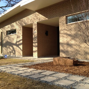 Modernes Haus mit Backsteinfassade in Dallas