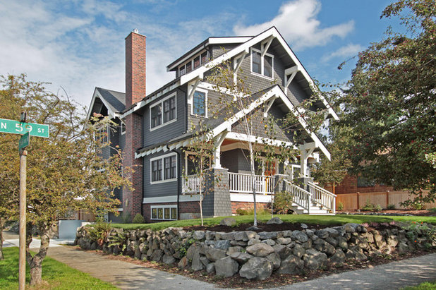 Roots of style see what defines a craftsman home for Craftsman corbels exterior