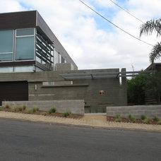 Modern Exterior by Grounded - Richard Risner RLA, ASLA