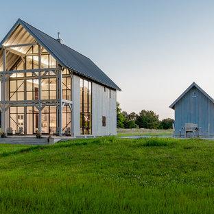 ボルチモアのカントリー風おしゃれな家の外観 (木材サイディング) の写真