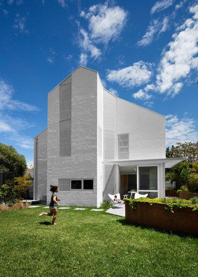 北欧 家の外観 by Breathe Architecture