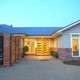 Example of a mountain style exterior home design in Melbourne