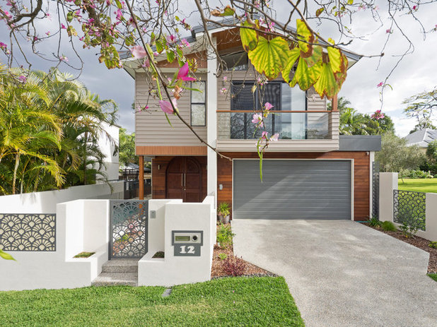 Modern Exterior by Boulter Built Homes