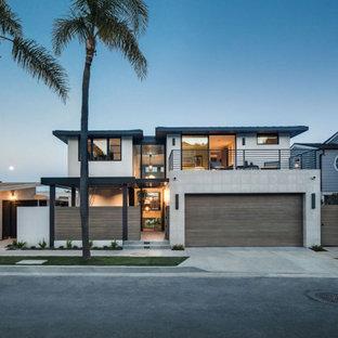 Свежая идея для дизайна: четырехэтажный дом в стиле ретро - отличное фото интерьера