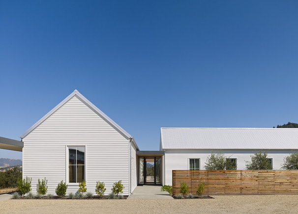 Houzz tour industrial glam style for a california farmhouse for Industrial farmhouse exterior