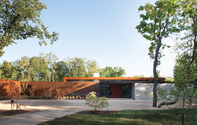 Houzz Tour: Heavy Metal Rocks a Modern Missouri Home