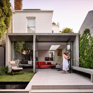 Inspiration för moderna vita hus, med platt tak och två våningar