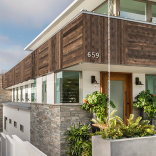 Inspiration for a large contemporary white three-story wood exterior home remodel in Los Angeles