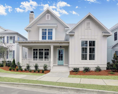 Example of a country gray two story vinyl gable roof design in wilmington with a