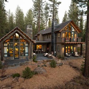 Inspiration för stora rustika bruna trähus