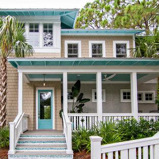 Foto de fachada de casa beige, costera, grande, de dos plantas, con revestimiento de vinilo y tejado a cuatro aguas
