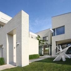 Modern Exterior by Lee Ledbetter & Associates