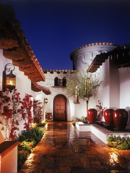 Foto e idee per facciate di case facciata di una casa for Piano terra di 500 piedi quadrati