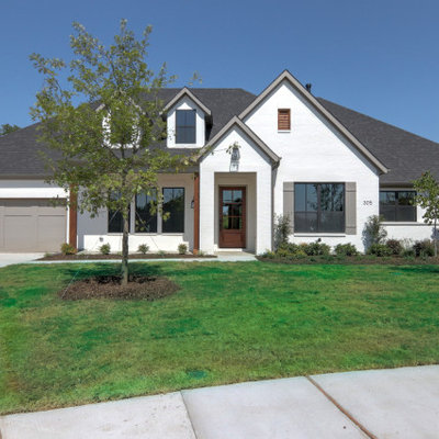 Example of a mid-sized transitional white one-story brick exterior home design in Dallas with a shingle roof